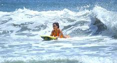 Сексапильная Ким Кардашьян в оранжевом купальнике на пляже в Мексике фото #3