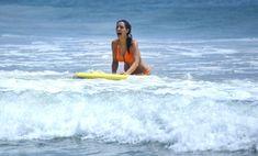 Сексапильная Ким Кардашьян в оранжевом купальнике на пляже в Мексике фото #18