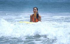 Сексапильная Ким Кардашьян в оранжевом купальнике на пляже в Мексике фото #28