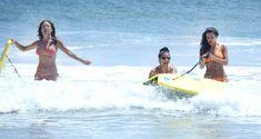 Сексапильная Ким Кардашьян в оранжевом купальнике на пляже в Мексике фото #29