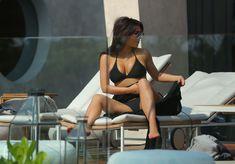 Пышногрудая Ким Кардашьян в черном купальнике на отдыхе в Таиланде фото #3