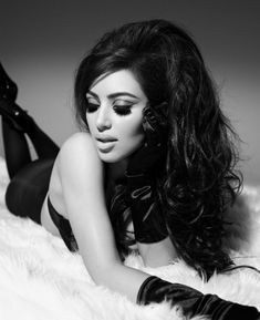 Ким Кардашьян в эротической фотосессии для календаря фото #3