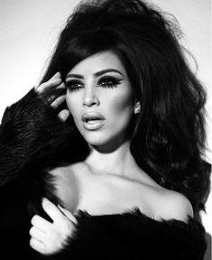 Ким Кардашьян в эротической фотосессии для календаря фото #5