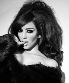 Ким Кардашьян в эротической фотосессии для календаря фото #6