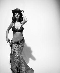 Ким Кардашьян в эротической фотосессии для календаря фото #10