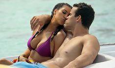 Ким Кардашьян в соблазнительных купальниках на отдыхе в Бора-Бора фото #14