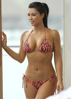 Ким Кардашьян в соблазнительных купальниках на отдыхе в Бора-Бора фото #15