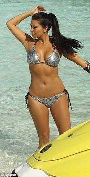 Ким Кардашьян в соблазнительных купальниках на отдыхе в Бора-Бора фото #4