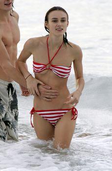 Худая Кира Найтли в купальнике на отдыхе в Гавайях фото #9