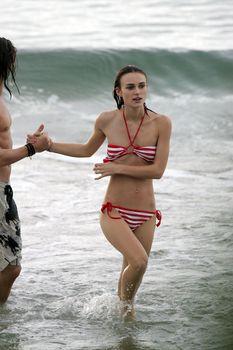 Худая Кира Найтли в купальнике на отдыхе в Гавайях фото #21