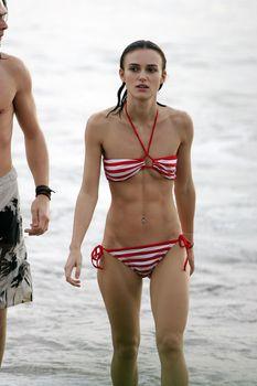 Худая Кира Найтли в купальнике на отдыхе в Гавайях фото #25