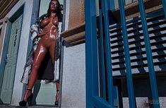 Полностью голая Ким Кардашьян в журнале Love фото #1