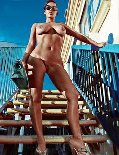Полностью голая Ким Кардашьян в журнале Love фото #4