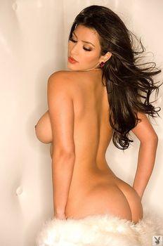 Абсолютно голая Ким Кардашьян в журнале Playboy фото #1