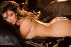 Абсолютно голая Ким Кардашьян в журнале Playboy фото #14