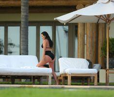 Сногсшибательная Ким Кардашьян в прозрачной мокрой майке фото #4