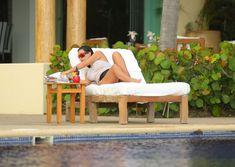 Сногсшибательная Ким Кардашьян в прозрачной мокрой майке фото #16