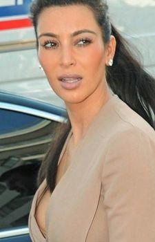 Ким Кардашьян случайно засветила сосок фото #2