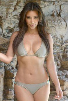 Ким Кардашьян продемонстрировала свою фигуру во время фотосессии в Маями фото #1