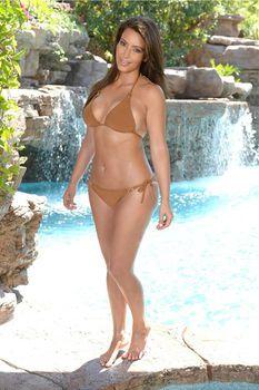 Ким Кардашьян продемонстрировала свою фигуру во время фотосессии в Маями фото #6
