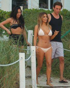 Сексуальная Ким Кардашьян в белом купальнике фото #12
