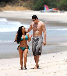 Красотка Ким Кардашьян отдыхает на пляже Пуэрто-Вальярта фото #9