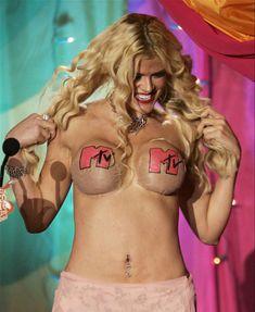 Анна Николь Смит топлесс на премии MTV Video Music Awards фото #2