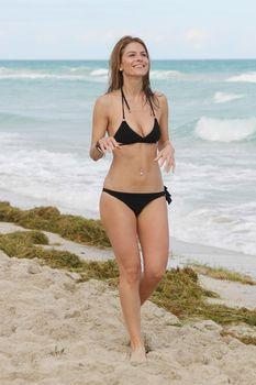 Случайный засвет Марии Менунос между ног на пляже Майями фото #2