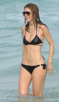 Случайный засвет Марии Менунос между ног на пляже Майями фото #28