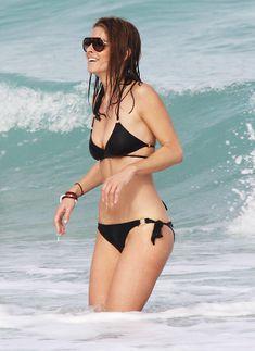 Случайный засвет Марии Менунос между ног на пляже Майями фото #43