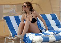 Случайный засвет Марии Менунос между ног на пляже Майями фото #50