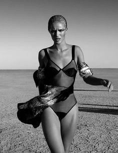 Голые сиськи Роузи Хантингтон-Уайтли в журнале Exit фото #9