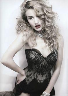 Роузи Хантингтон-Уайтли оголила грудь в фотосессии Джона Ранкина фото #3