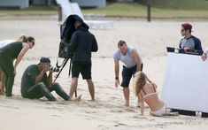 Секси Роузи Хантингтон-Уайтли засветила грудь во время фотосессии фото #11