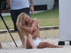 Секси Роузи Хантингтон-Уайтли засветила грудь во время фотосессии фото #21