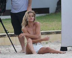 Секси Роузи Хантингтон-Уайтли засветила грудь во время фотосессии фото #23