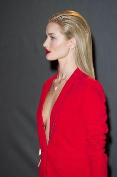 Случайный засвет Роузи Хантингтон-Уайтли на премии British Fashion Awards фото #1