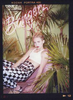 Майли Сайрус в фотосессии для альбома Bangerz фото #38