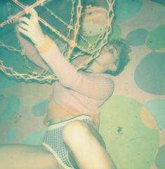 Обнаженная Майли Сайрус на палароидных снимка для журнала V фото #13