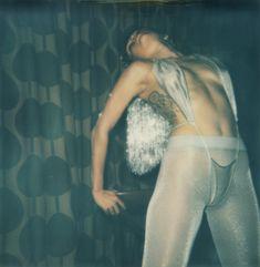 Обнаженная Майли Сайрус на палароидных снимка для журнала V фото #20