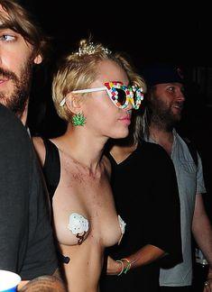 Майли Сайрус пришла топлесс на вечеринку дизайнера одежды Александра Вана фото #6