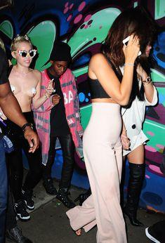 Майли Сайрус пришла топлесс на вечеринку дизайнера одежды Александра Вана фото #20