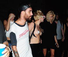 Майли Сайрус пришла топлесс на вечеринку дизайнера одежды Александра Вана фото #31