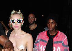 Майли Сайрус пришла топлесс на вечеринку дизайнера одежды Александра Вана фото #34