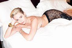 Сексуальная Майли Сайрус показала голую грудь в фотосессии Терри Ричардсона фото #4