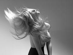 Голая грудь Бруклин Деккер в фотосессии Марка Сквайрса фото #4