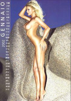 Обнаженная Виктория Сильвстедт в календаре фото #2