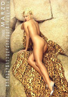 Обнаженная Виктория Сильвстедт в календаре фото #3