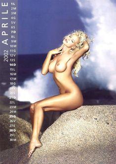 Обнаженная Виктория Сильвстедт в календаре фото #5