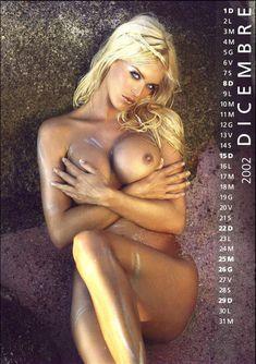 Обнаженная Виктория Сильвстедт в календаре фото #12